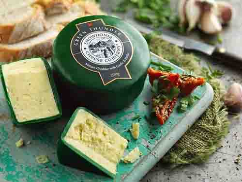 Green thunder cheddar with garlic and herbs